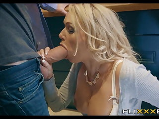 Gung-ho MILF gets Fucked with respect to the kitchen