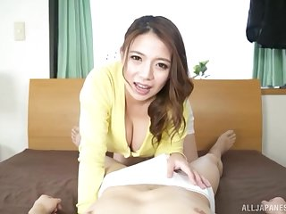 Japanese bombshell Oda Mako exposes their way huge tits measurement stroking cock