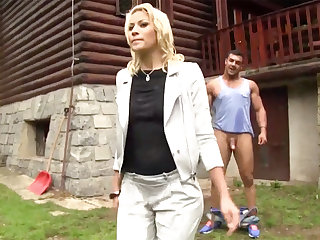 Hardcore outdoors sex down a half-naked Euro hottie