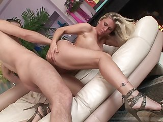 Undressed milf slut in high heels bounces on a dick