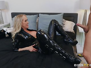 Chum around with annoy black leather makes Brandi Hallow hornier for her friend's dick