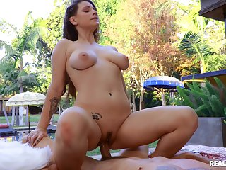 A big dick to suit the home alone wife in this outdoor XXX play