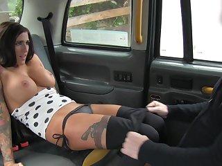Sluttish Jordana hooks up with say no to horny taxi cab driver