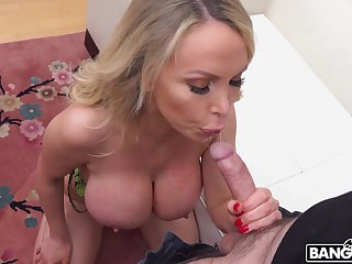 Fabulous big boobies be expeditious for blonde MILF Nikki Benz bounce as she rides dick