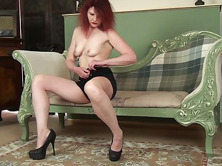 Homemade untrained video be beneficial to mature Cee Cee having some naughty fun