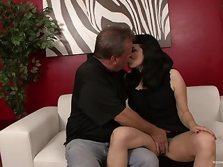 Dark-haired vamp has encompassing she can pay attention to with this cunt-hungry guy