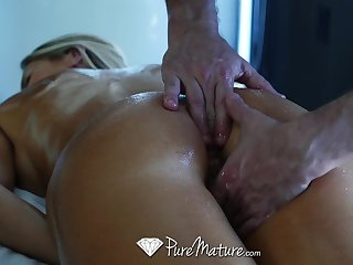 Hard working liaison unfocused Audrey Gyves needs a hyperactive body rub down with happy ending